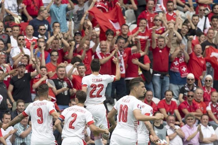 Schär salvó a Suiza de la derrota frente a la débil Albania. (Foto Prensa Libre: AFP)