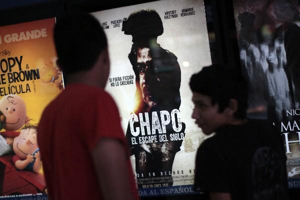 Los letreros que anuncian su estreno cambiaron repentinamente el título a El Capo. (Foto Prensa Libre: AFP)