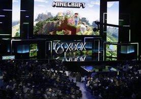 Durante el lanzamiento de la Xbox One X, Sony lanzó también 42 juegos nuevos. (Foto Prensa Libre: EFE)