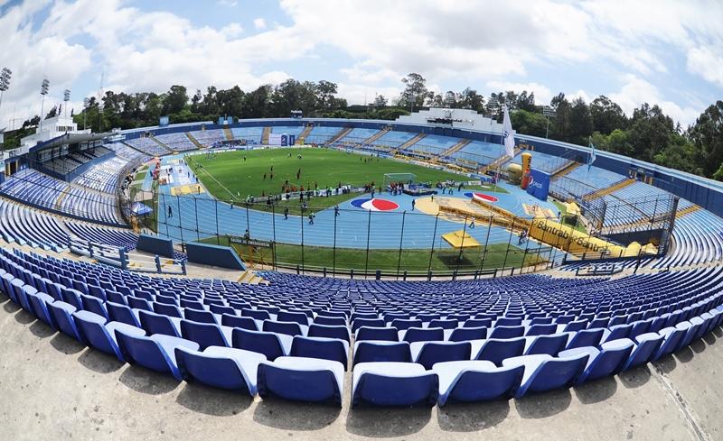 El estadio Mateo Flores volverá a reunir a rojos y cremas, en el clásico 290. (Foto Prensa Libre: Hemeroteca)