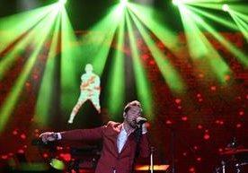 El cantante español ofreció una velada romántica en Tikal Futura.