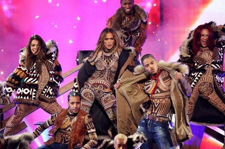 Jennifer López fue la anfitriona de la velada de los American Music Awards y la encargada de abrir el espectáculo. (Foto Prensa Libre AP).