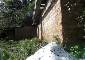 Granizo queda acumulado luego de intensa lluvia en San Juan Comalapa, Chimaltenango. (Foto Prensa Libre: Cortesía)