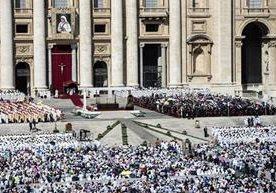 El papa Francisco proclama santa a la madre Teresa de Calcuta.