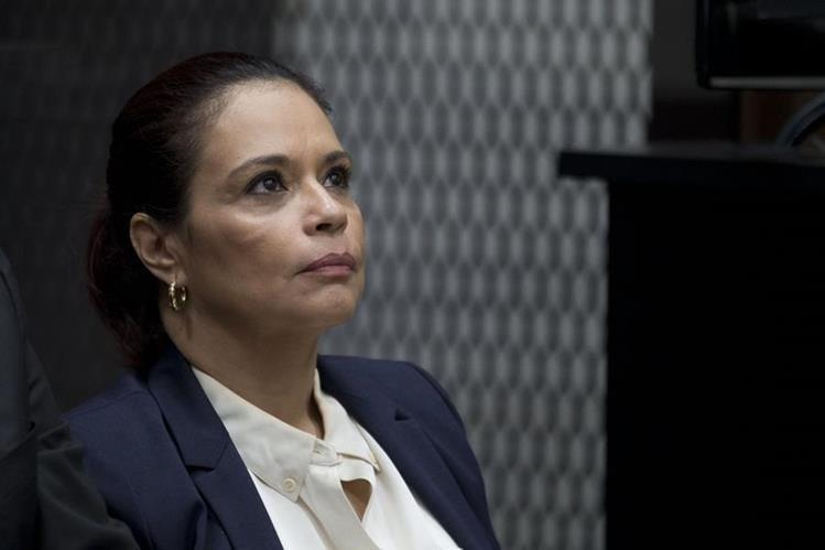 Roxana Baldetti debe solventar su situación legal en el país antes de pensarse en la extradición, dicen expertos. (Foto Prensa Libre: AP)