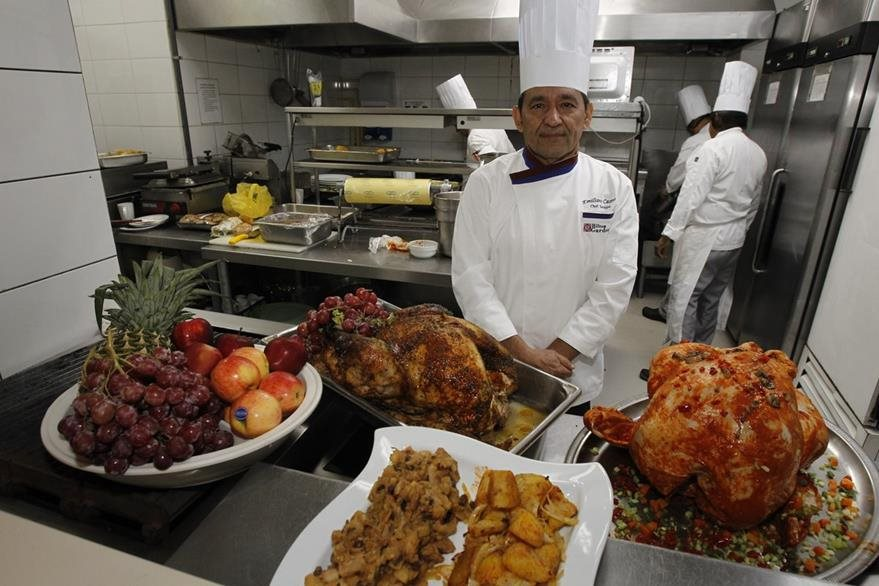 Emiliano Castro es chef del hotel Hilton Garden Inn. (Foto Prensa Libre: Paulo Raquec)