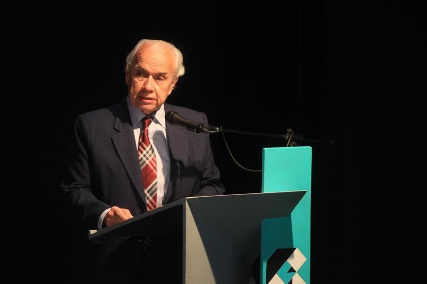 Mario Antonio Sandoval, director de la Academia Guatemalteca de la Lengua, durante su intervención en el homenaje.