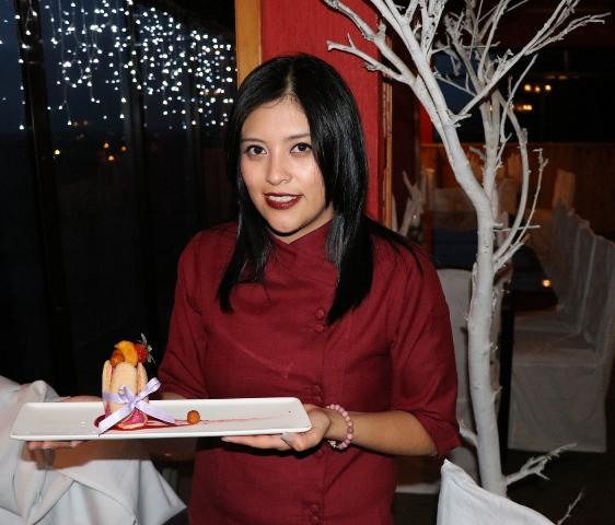 La Chef Úrsula Hernández Cifuentes nos da la receta de dos postres para disfrutar en el mes patrio. (Foto Prensa Libre: María José Longo)