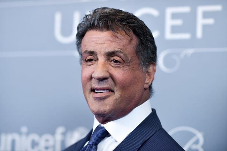 El actor Sylvester Stallone subasta artículos que utilizó en sus filmes. (Foto Prensa Libre: AP)