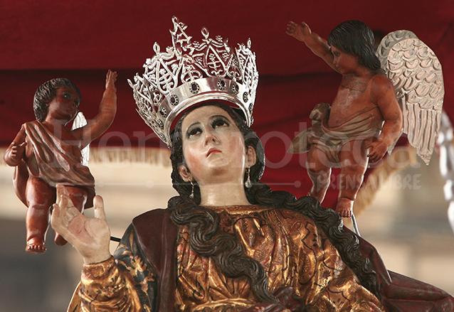 Con la procesión de la Virgen de la Asunción inicia la feria