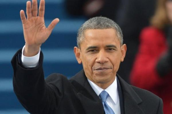 <p>El presidente Barack Obama saluda en su ceremonia de investidura el 21 de enero de 2013 en Washington DC. (AFP).<br></p>