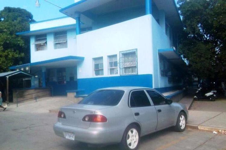 El voceador fue trasladado al Hospital Regional de Zacapa. (Foto Prensa Libre: Mario Morales)
