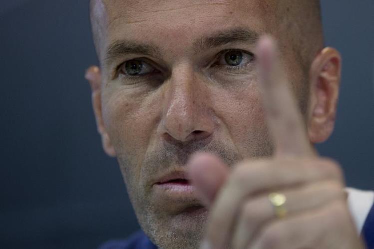 Zinedine Zidane responde a las preguntas de los medios previo al partido con el Villareal. (Foto Prensa Libre: AP)