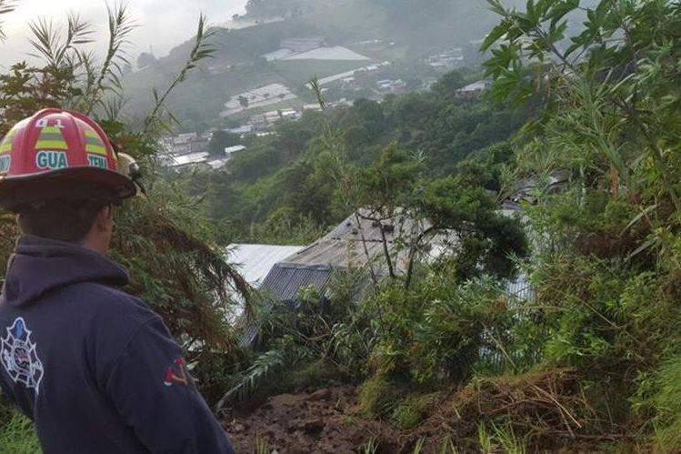 La vivienda se encuentra al fondo de un barranco, en un área inestable. (Foto Prensa Libre: Asobomd)
