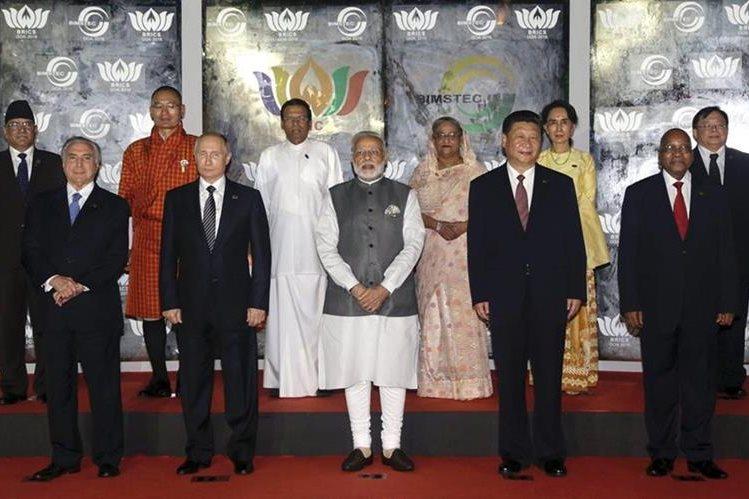 Gobernantes de Brasil, Rusia, India, China y Sudáfrica reunidos en Goa, suroeste de la India. (Foto Prensa Libre: EFE)