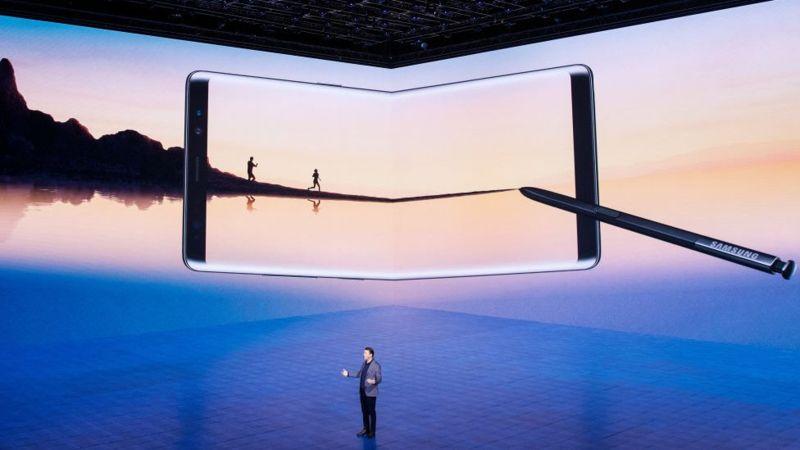 """Glaxy Note 8 cuenta con una """"pantalla infinita"""" de 6,3 pulgadas de diagonal, la mayor de su categoría. GETTY IMAGES"""