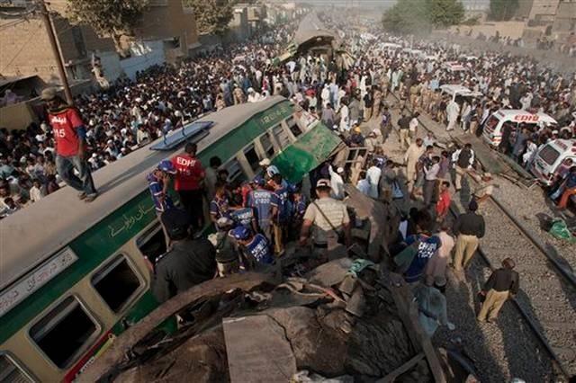 Choque de trenes en Pakistán deja más de una decena de muertos y varios heridos. (Foto Prensa Libre: AP)