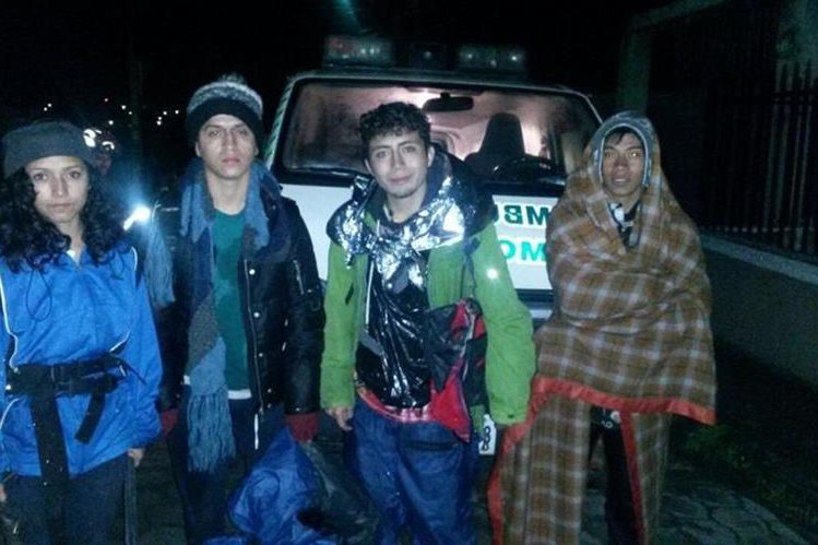 Durante más de cinco horas los cuatro excursionistas permanecieron perdidos en el volcán Santa María, Quetzaltenango. (Foto Prensa Libre: César Chávez, CBMD)