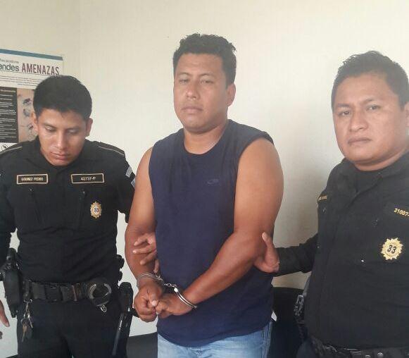 Victoriano Florencio Barrios Pérez, 31, alias Canasto, fue capturado en la ruta que conduce a las playas de Tulate, San Andrés Villa Seca, Retalhuleu, cuando conducía una motocicleta con reporte de robo.(Foto Prensa Libre: Melvin Popá)