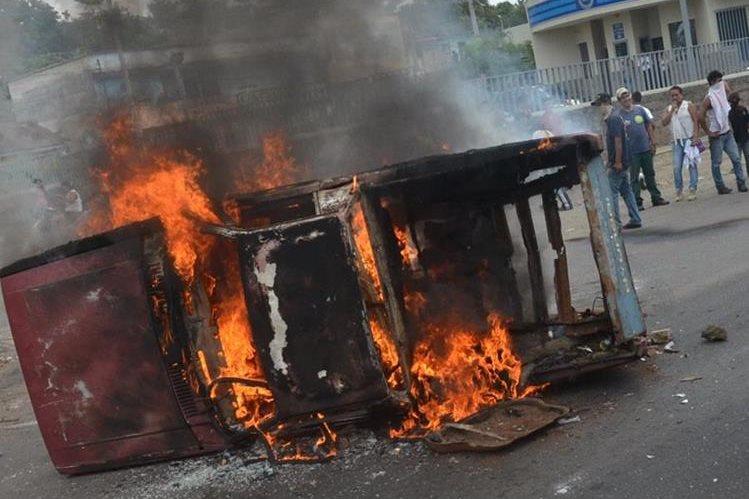 El Mineduc reportó que 21 escuelas resultaron dañadas durante la primera vuelta de las Elecciones Generales 2015. (Foto Prensa Libre: Hemeroteca)