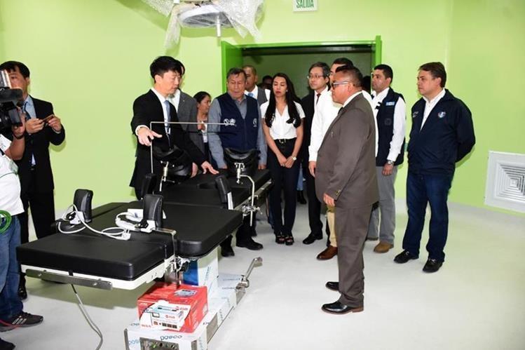 Autoridades inauguran el módulo materno neonatal en el Hospital Regional de Huehuetenango. (Foto Prensa Libre: Cortesía)