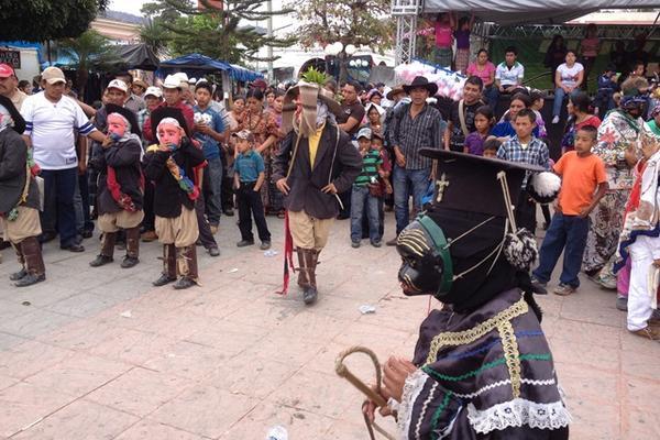 """<p>Diferentes danzas fueron presentadas durante el desfile. (Foto Prensa Libre: Carlos Grave)<br _mce_bogus=""""1""""></p>"""