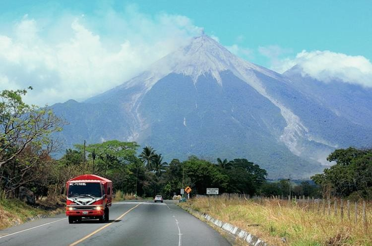 Autoridades monitorean la actividad del Volcán de Fuego. (Foto Prensa Libre: Hemeroteca PL)