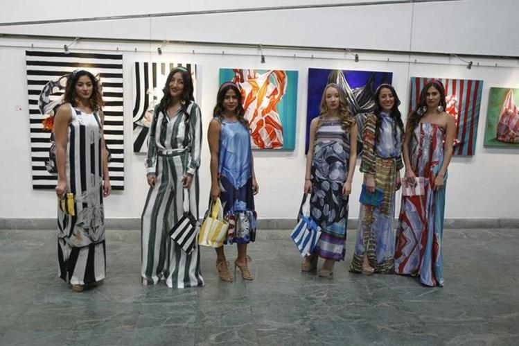 Los trajes diseñados por Francesca Miranda se inspiran en las obras de arte de Katia Miranda. (Foto Prensa Libre: Paulo Raquec)