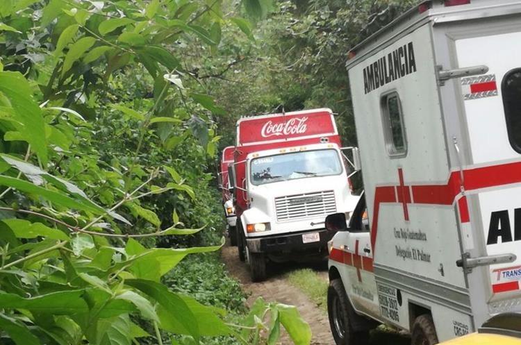 Esta es la ruta alterna que utilizan automovilistas para evitar el área del hundimiento, entre el km 188 y el 191 de la ruta que conecta a Retalhueu con Quetzaltenango. (Foto Prensa Libre: Josué Pérez)