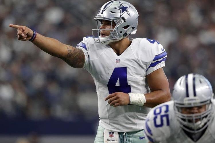Prescott condujo a los Cowboys a una nueva victoria en la temporada. (Foto Prensa Libre: AP)