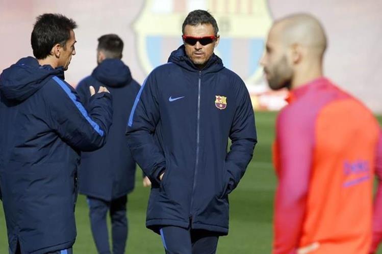 Luis Enrique durante el entrenamiento de este lunes previo al juego de la Liga de Campeones de Europa. (FC Barcelona)