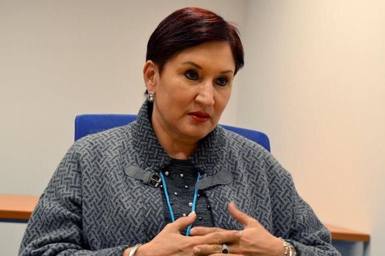La fiscal general Thelma Aldana, elegida para presidir en Viena una conferencia de Naciones Unidas contra la corrupción, durante entrevista. (Foto Prensa Libre: EFE)