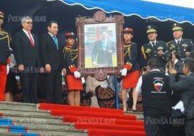 Jimmy Morales recibe Q50 mil extras por concepto de bono del Ejército de Guatemala. (Foto Prensa Libre: Hemeroteca PL)