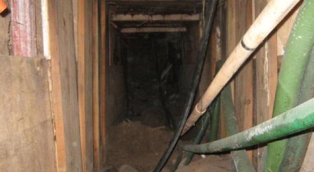 El túnel tiene una profundidad de siete metros, 563 metros de longitud y contaba con rieles, iluminación y ventilación. (Foto Prensa Libre: AFP)