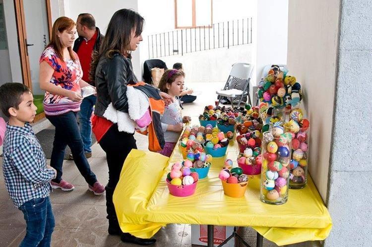 En varios lugares puede participar en Pintando Sonrisas en Cascarones.  (Foto Prensa Libre: Cortesía)