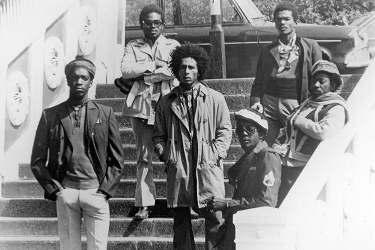 Bob Marley & The Wailers, banda de reggae y ska fue creada por Bob Marley en 1974, después de que Peter Tosh y Bunny Wailer dejaran la anterior banda, The Wailers.(Foto Prensa Libre: laradio.asambleanacional.gob.ec)