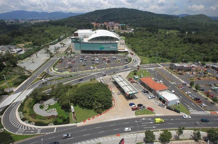 Vista panorámica de Condado El Naranjo, zona 4 de Mixco. En el centro se observa el centro comercial Naranjo Mall. (Foto Prensa Libre: Esbin García)
