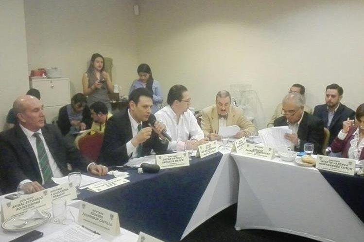 Comisión de Asuntos Electorales decidió dejar en suspenso la firma del dictamen favorable para las Reformas Electorales. (Foto Prensa Libre: Manuel Hernández)