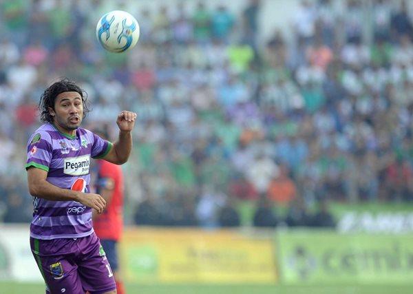 En su segundo torneo con el equipo colonial, Agustín Herrera se ha ganado el cariño de la afición. (Foto Prensa Libre: Hemeroteca PL)