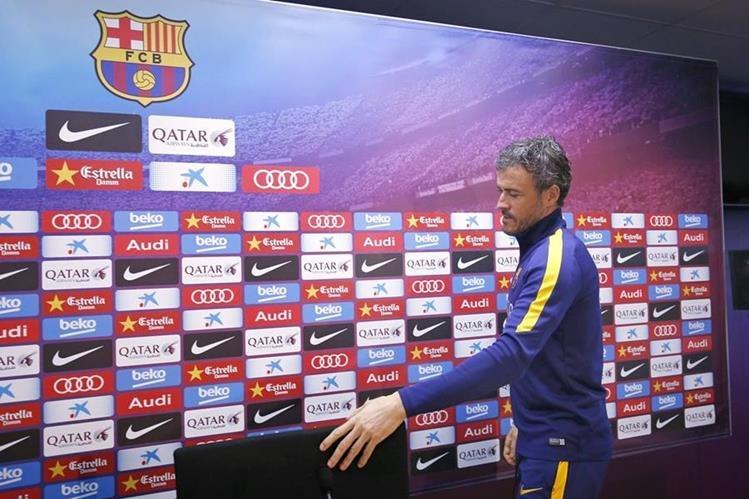Luis Enrique Martínez, técnico del Barcelona, a su llegada a la conferencia de prensa luego del entrenamiento de su equipo. (Foto Prensa Libre: EFE)
