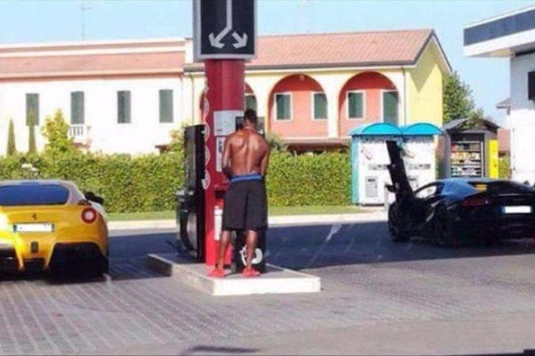 El jugador italiano Mario Balotelli volvió a ser el protagonista en las autopistas de Italia. (Foto Prensa Libre: Diario Sport)