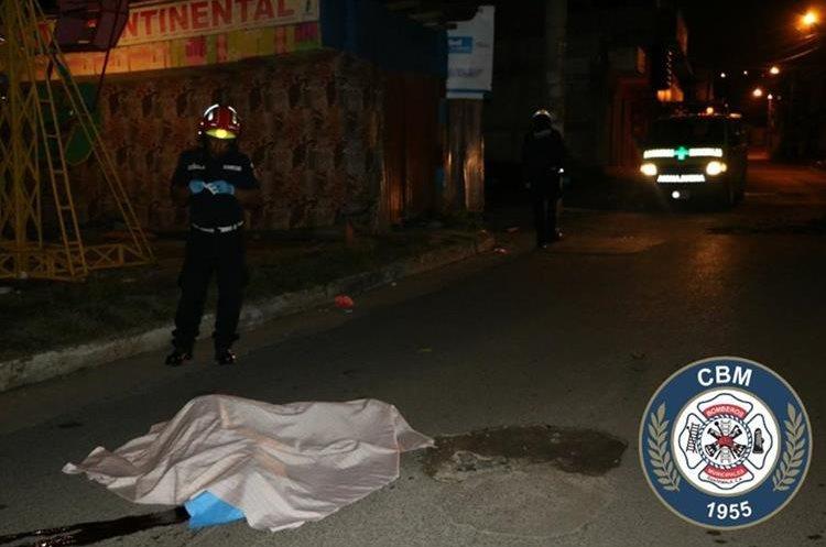 Un hombre murió baleado en la colonia Lo de Fuentes, zona 11 de Mixco. (Foto Prensa Libre: CBM)