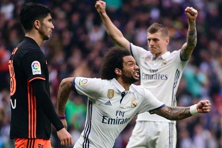 Marcelo estremeció el Bernabéu con un gol a pocos minutos del pitazo final. (Foto Prensa Libre: AFP)
