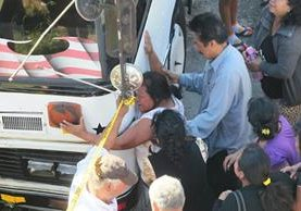 Piloto de autobús de Mixco muere baleado en la carretera Interamericana. (Foto Prensa Libre: Érick Ávila)