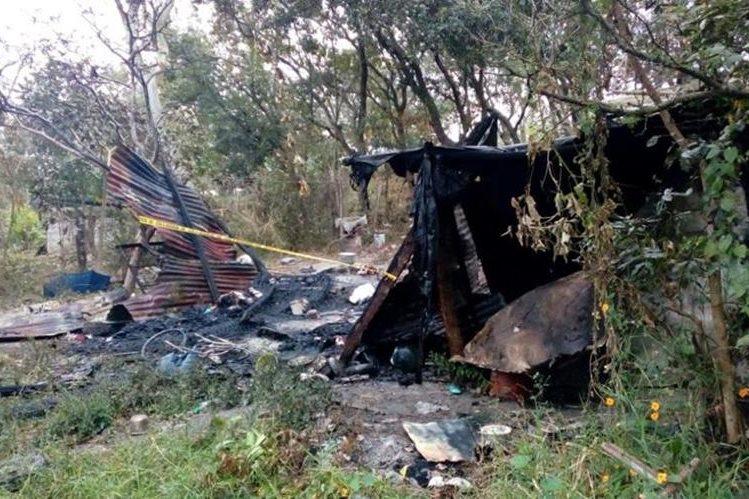La casa en que murió la bebé de cuatro meses quedó destruida después del incendio. Se desconocen las causas de siniestro. (Foto Prensa Libre: Mario Morales)