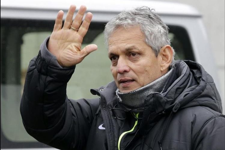 El técnico Reinaldo Rueda, seguirá al frente del Atlético Nacional. (Foto Prensa Libre: Hemeroteca PL)