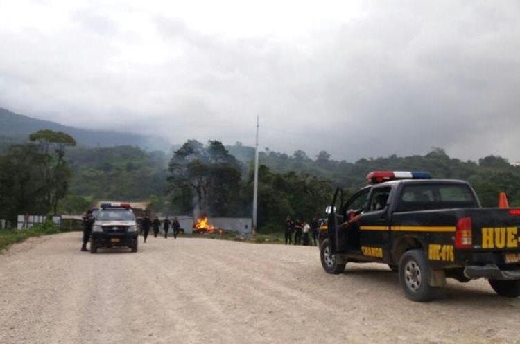 PNC tomó el control de la situación luego de la quema de maquinaria abandonada.