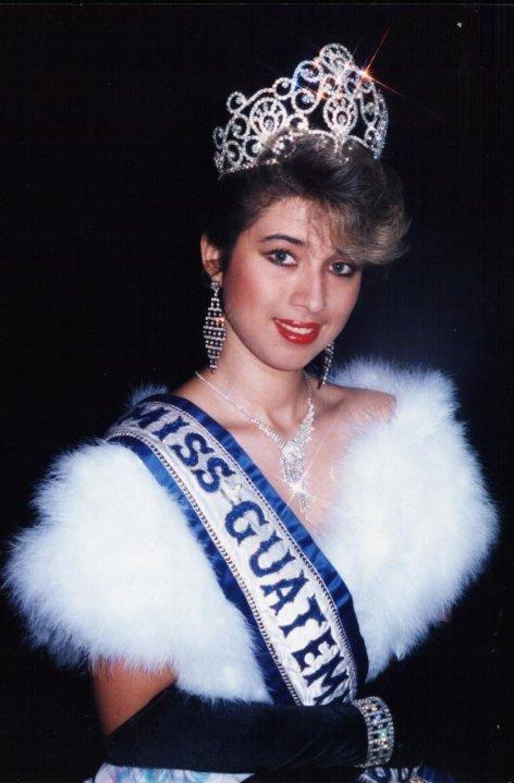 Helka Lisbeth Cuevas Berganza represento al país en Miss Universo 1989, que se celebró en México. (Foto Prensa Libre: @EventosDeBellezaEnGuatemala)
