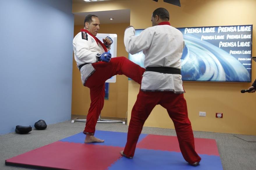 Arte marcial mixto utiliza los principios del judo, taekwondo y boxeo para estimular la velocidad al momento de dar patadas.