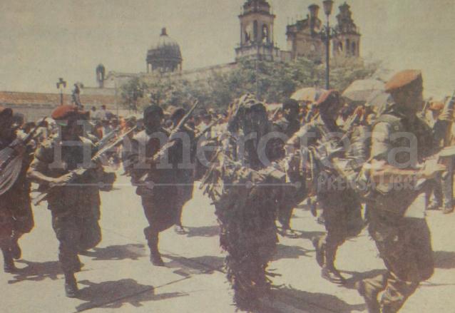 Militares retirados en el desfile del Día del Ejército de 1992. (Foto: Hemeroteca PL)